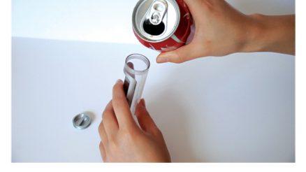 Coca Cola edaten duen telefonoa