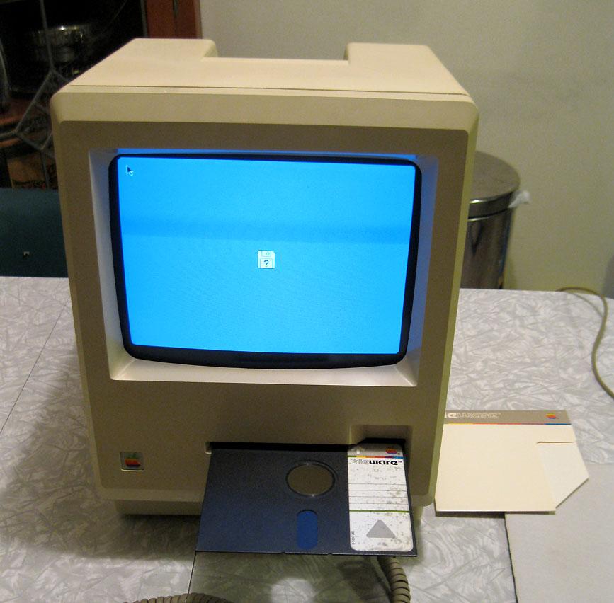1984ko Mac-ak 5 hazbeteko diskettera izan balu... 6