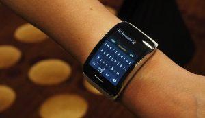 """Samsung Galaxy Gear edo """"...tanke bat aurkitu dut eskumuturrean..."""""""